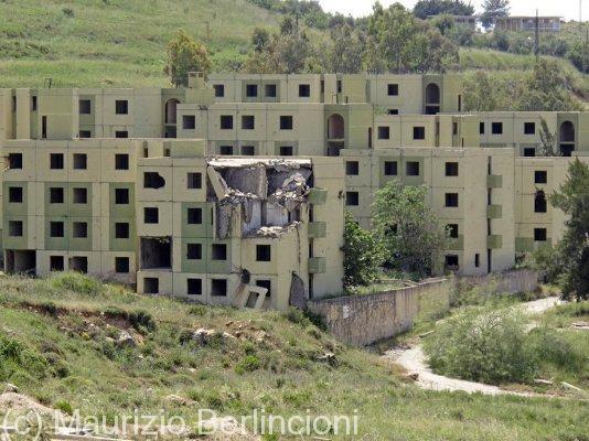 Edifici crivellati dall'artiglieria israeliana (2011)