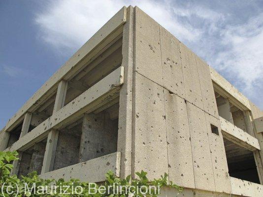 Edifici crivellati dall'artiglieria israeliana